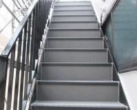 東京都足立区一般住宅の外階段長尺シート工事の施工事例