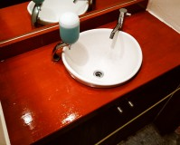 東京都渋谷区広尾店舗の洗面所内木部塗装工事の施工事例