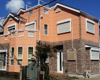 神奈川県横須賀市オレンジの外壁と意匠サイディングの戸建住宅の外壁塗装・屋根塗装工事の施工事例