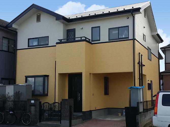 埼玉県草加市のツートンカラーで仕上げた戸建住宅の外壁塗装工事の施工事例