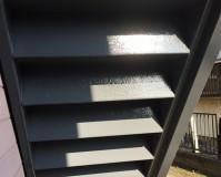 神奈川県横浜市アパートの鉄骨階段や給湯器BOXなど鉄部塗装工事の施工事例