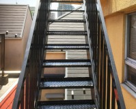 東京都葛飾区オフィスビル鉄骨階段のサビ止め塗装工事の施工事例