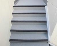 東京都世田谷区アパートの共用階段長尺シート工事の施工事例