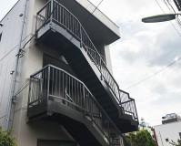 東京都世田谷区マンションの鉄骨階段サビ止め塗装工事の施工事例