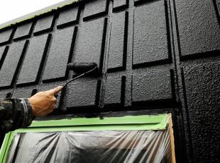塗装職人の上塗り施工