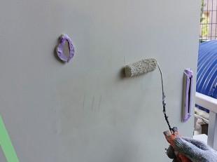 塗装職人の玄関ドア塗装
