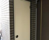 東京都豊島区マンションの玄関ドアや鉄骨階段など鉄部サビ止め塗装工事の施工事例