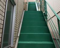 東京都目黒区マンションの鉄骨階段や鉄扉などの鉄部サビ止め塗装工事の施工事例