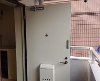 東京都目黒区アパートの玄関ドア塗装工事の施工事例