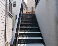 東京都大田区3階建アパートの鉄骨階段・廊下塗装工事の施工事例
