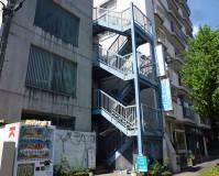 東京都日野市4階建ビルの鉄骨階段塗装・長尺シート工事の施工事例