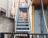 東京都目黒区アパートの鉄骨階段塗装工事の施工事例(2020/07/31)
