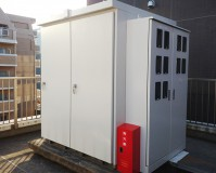 東京都千代田区ビル屋上のキューピクルサビ止め塗装工事の施工事例(20201222)